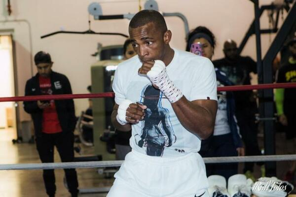 Former world champion Erislandy Lara looks to regain super welterweight crown from undefeated Brian Castana