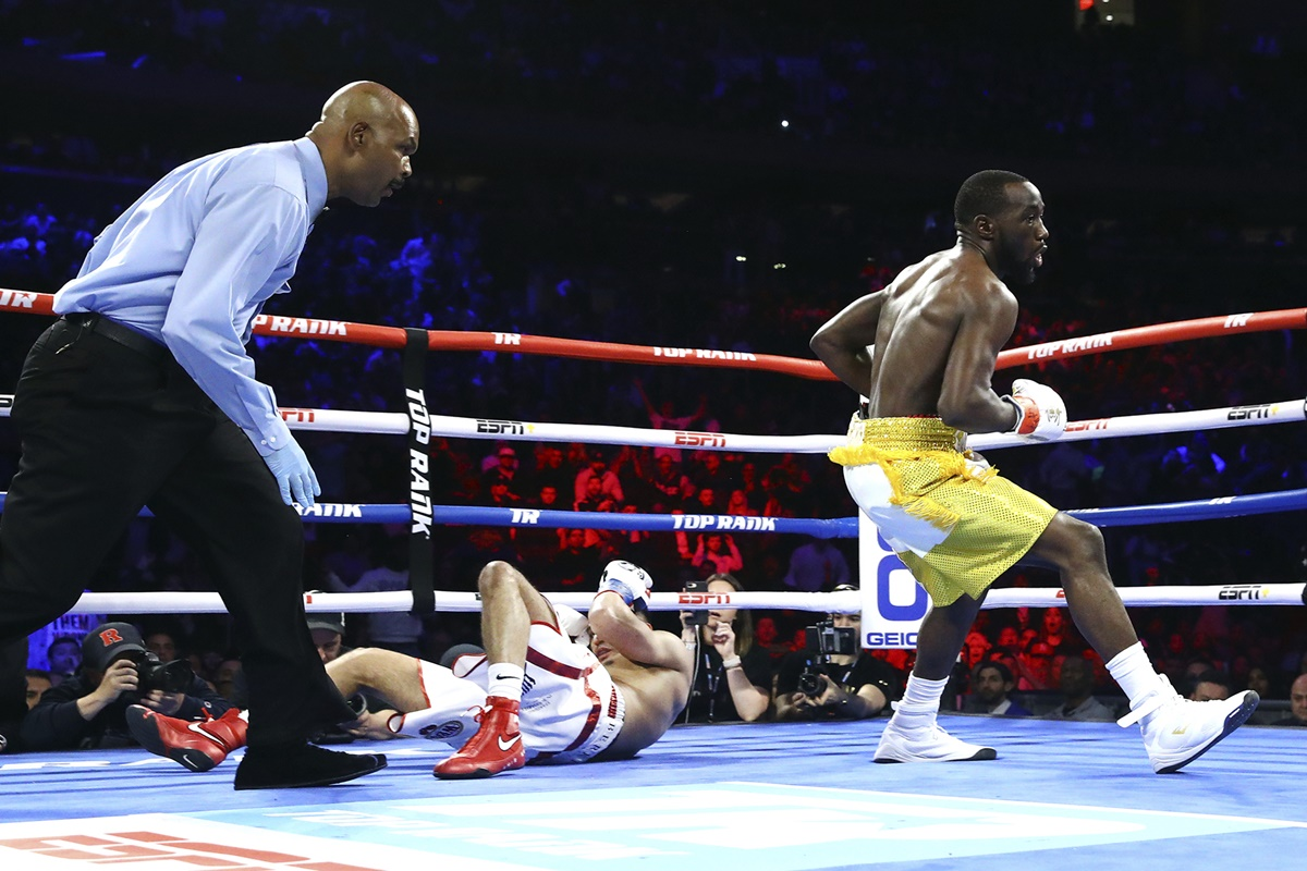 Crawford scores knockdown: Photo by Mikey Williams / Top Rank