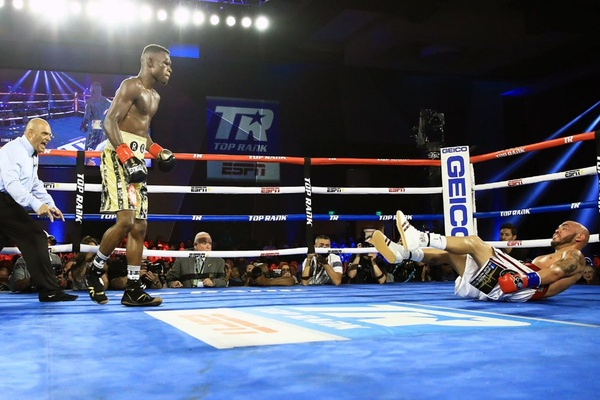 Richard Commey floors Ray Beltran four times, wins fight by stoppage