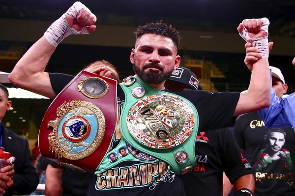 Jose Ramirez gets the better of Maurice Hooker in thrilling battle of champions