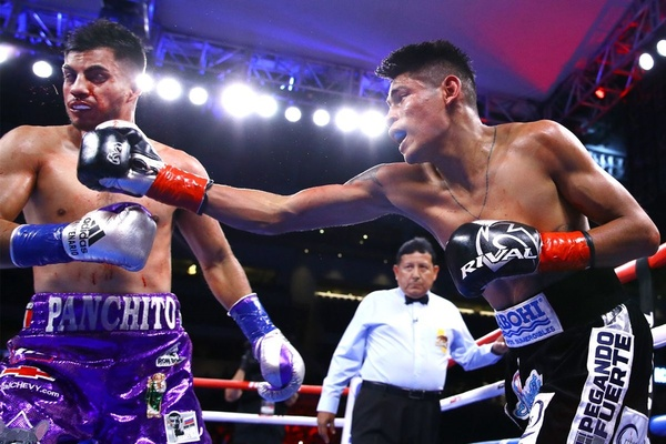 WBO super bantamweight champion Emanuel Navarrete demolishes Francisco De Vaca