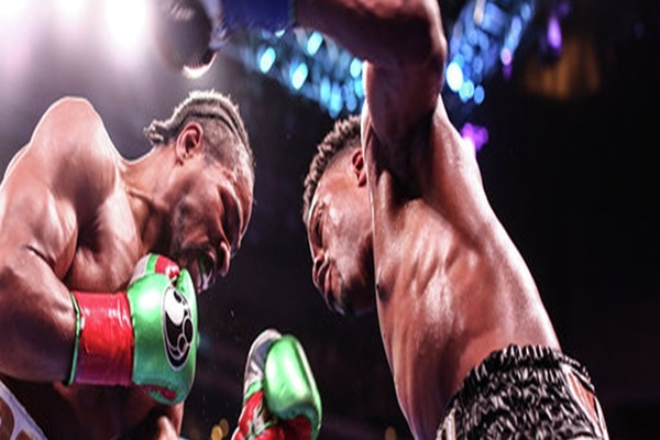 Errol Spence Jr. digs down deep, wins exiting battle over Shawn Porter