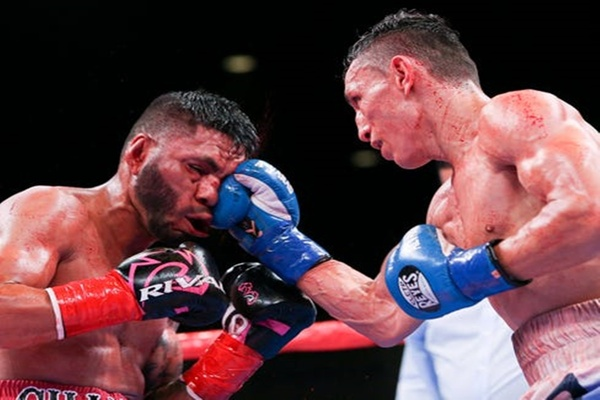 Rene Alvarado shocks and stops Andrew Cancio