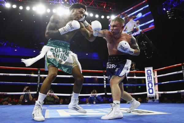 Oscar Valdez gets off the floor, Carl Frampton dominates Saturday night at The Cosmopolitan in Las Vegas