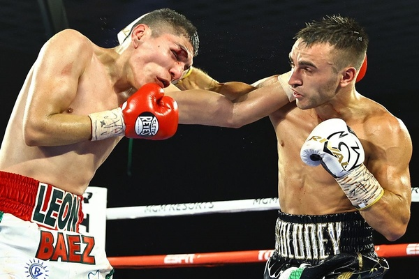 Jason Moloney 'wins one for the brother,' stops Leonardo Baez
