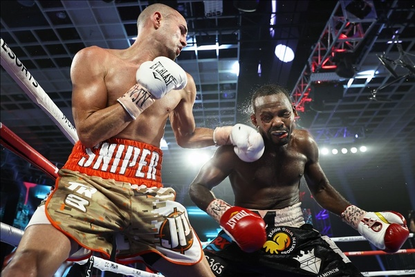 No problem for Jose Pedraza as he dominates Mikkel LesPierre